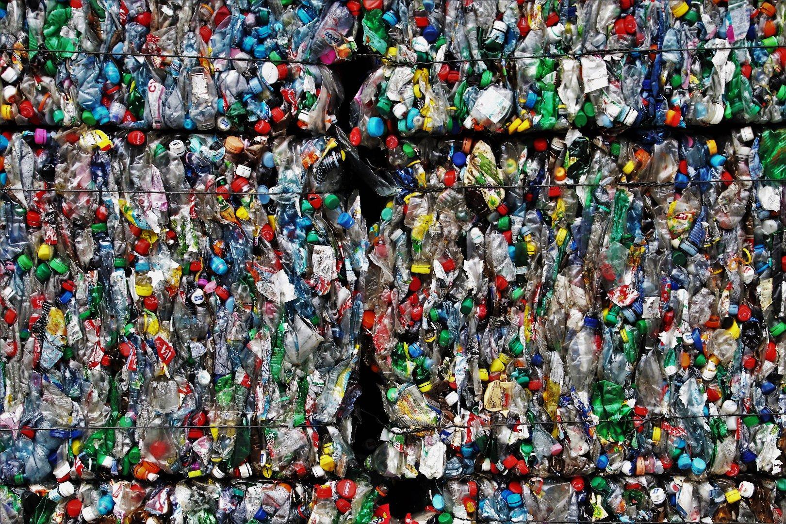 plastic-3491137.jpg